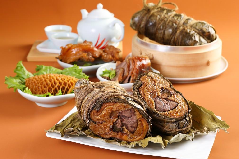 今年,米其林一星餐廳天香樓主廚楊光宗以「南京肚捲」為發想,製作「犇牛三寶粽」。(圖片:天香樓提供)