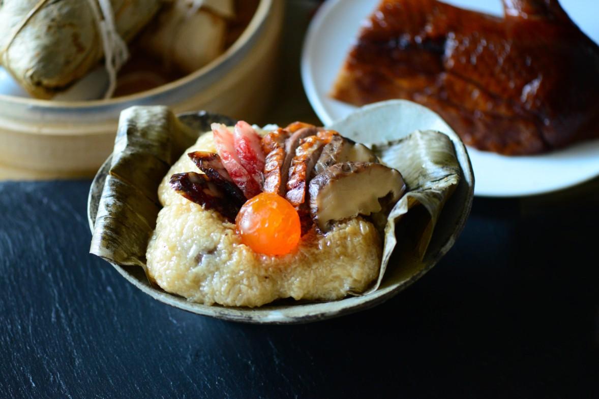 大倉久和從開幕以來就持續推出的「港式裹蒸粽」——不以竹葉,而改以荷葉包裹,另有一份清香。(圖片:大倉久和提供)