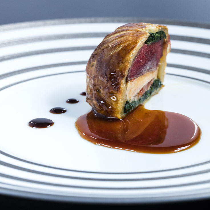 Pigeonneau en tourte de foie gras. ©Matthieu Cellard