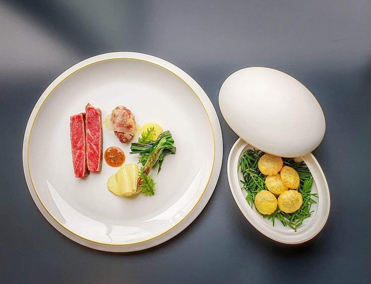 Bœuf wagyu de notre élevage, pomme de terre nouvelle, pousse de moutarde, oignon rouge © J. Limont / La Maison d'à côté