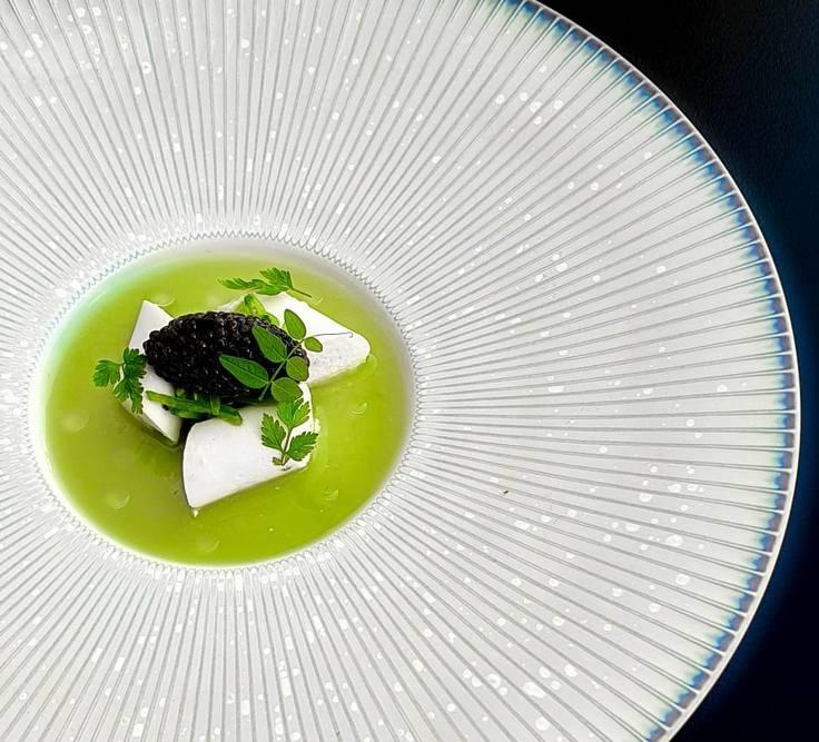 Caviar de Sologne, fromage frais, petits pois, pois gourmand, cerfeuil © J. Limont / La Maison d'à côté