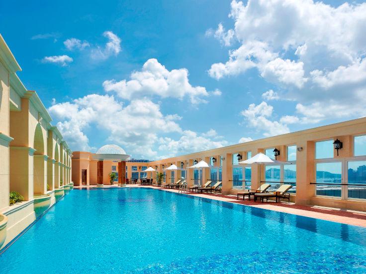 香港帝苑酒店的 25 米長空中泳池(圖片:香港帝苑酒店)