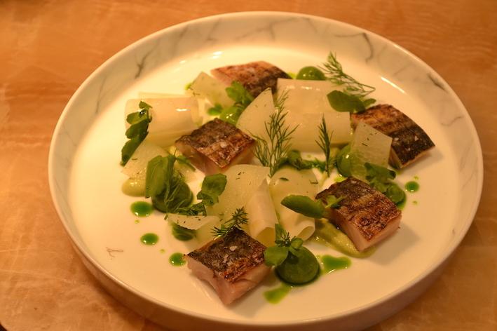 輕烤鯖魚配刁草、苤藍和香辣調味料