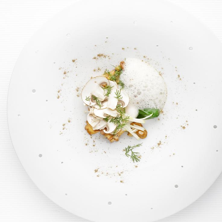 Œuf de poule bio de Léa Fargeas, champignons de cueillette de Vincent Domas, beurre noisette. ©Ludovic Combe