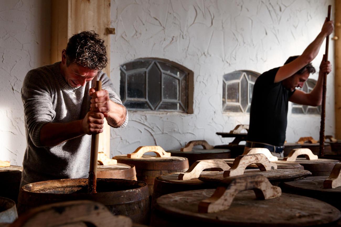 Thomas Uljee et Piet van Westen remuent la sauce soja presque tous les jours. ©Marvin de Kievit