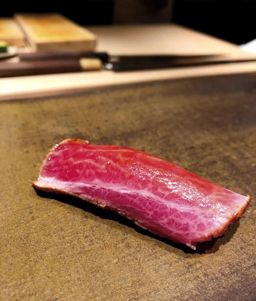 笹鮨目前由有 30 年日本料理經驗的主廚鄭有財擔綱。