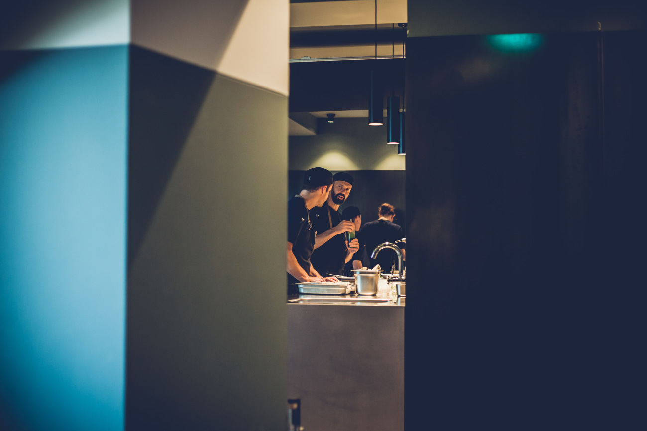 Emile van der Staak betrekt heel zijn team in de creatie van het menu. ©DNW/De nieuwe winkel