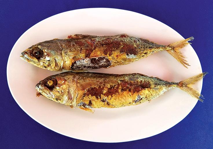 ปลาทูยัดไส้ของร้านหมอมูดง (© MICHELIN Guide Thailand)