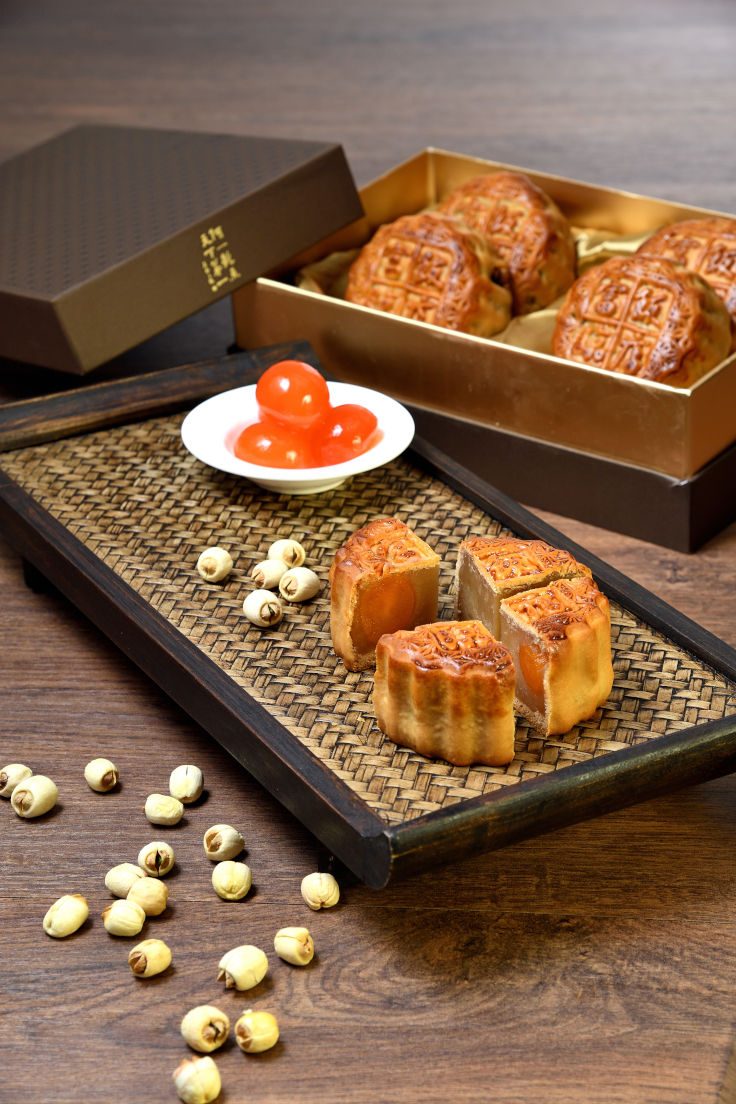 Forum White Lotus Seed Paste Mooncake.JPG