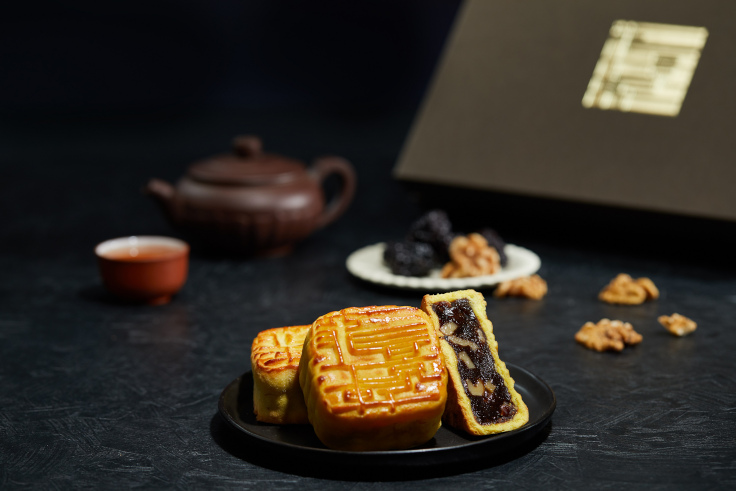 Chinese Date Mooncakes with Walnuts at Lung King Heen (Photo: Lung King Heen)
