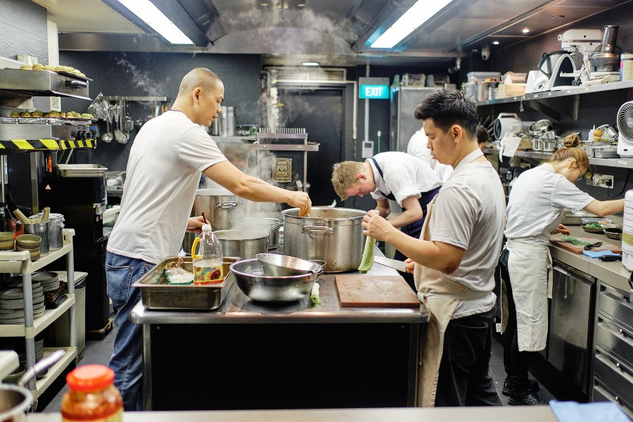 At the last day of service, André Chiang  and team members including Chef Zor Tan preparing dishes for guests. (Photo: Eric WK Ng)