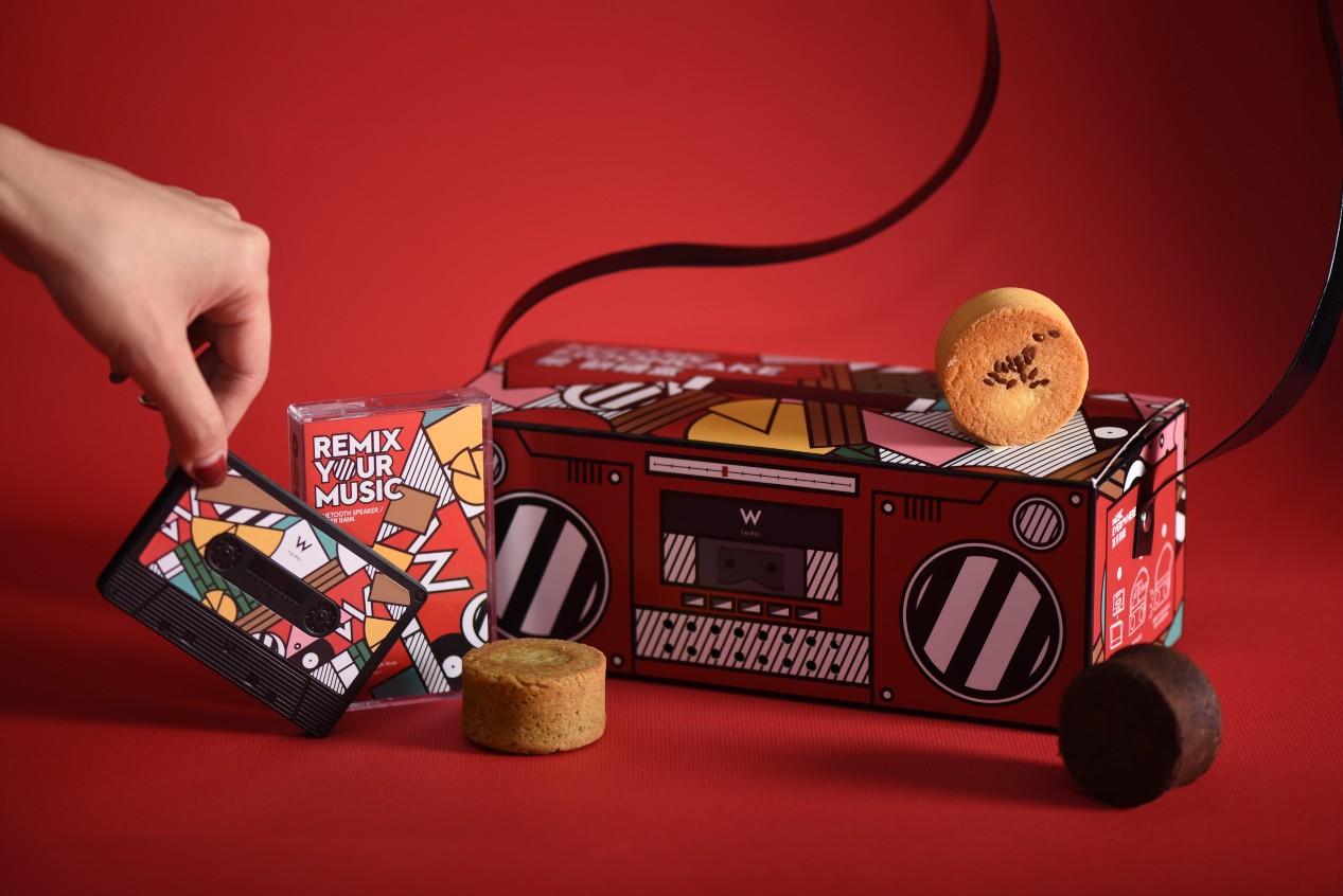 W hotel 今年的月餅化身復古收音機,口味更融合 WOOBAR 的經典調酒。(圖片:W  Hotel 提供)。