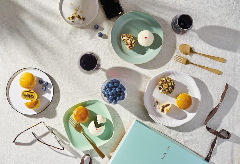 欣葉餐廳今年推出香菇菜脯、咖哩、棗泥松子三種口味的台式酥皮月餅。(圖片:欣葉提供)