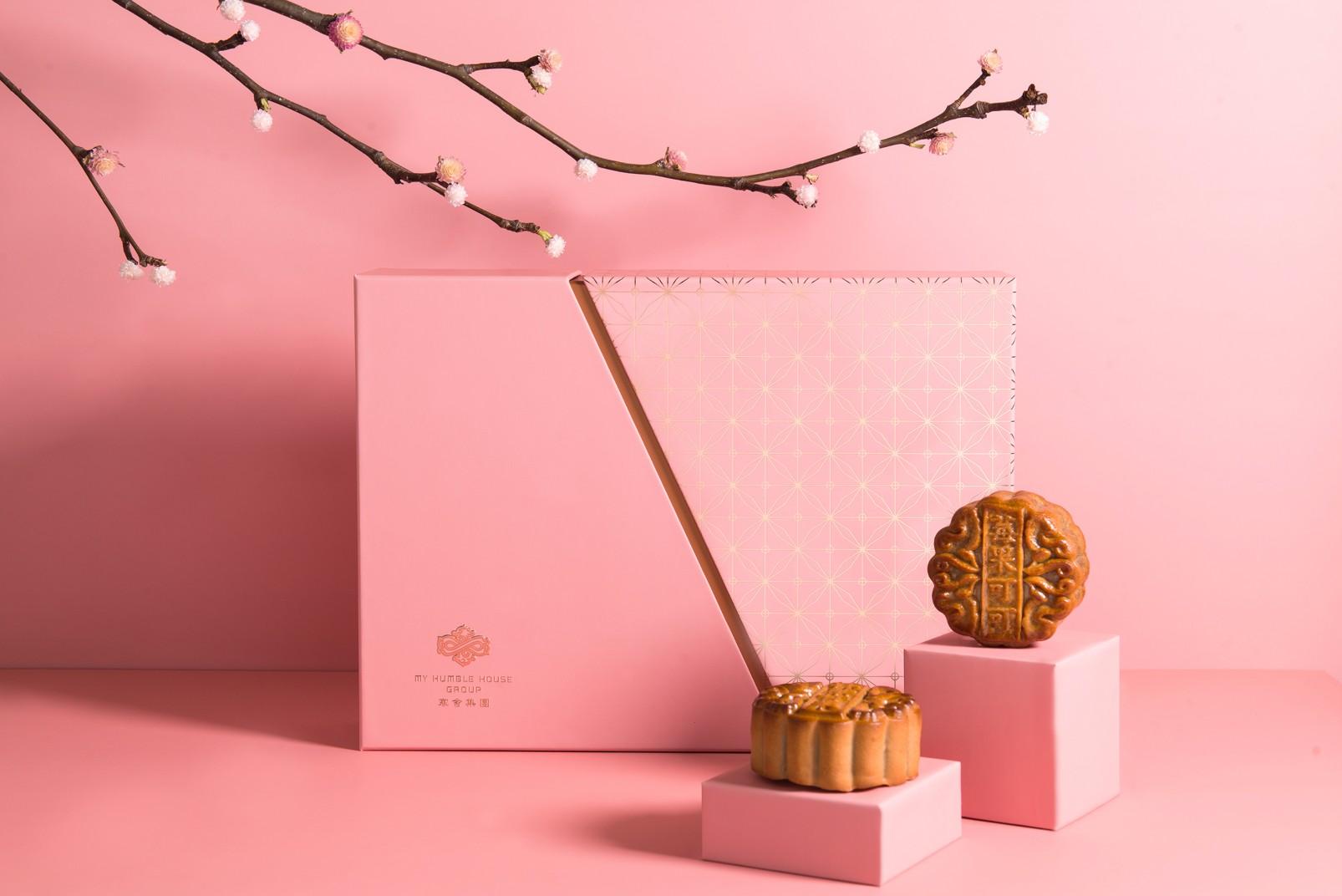 寒舍集團的「映花櫺」廣式月餅禮盒,今年推出「莓果可可」以及「流心奶黃」的新口味。(圖片:寒舍集團提供)