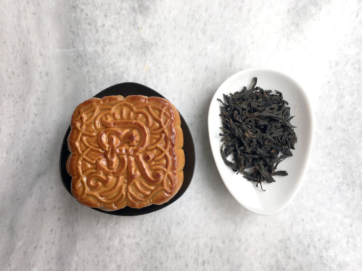 Mooncake with lotus seed paste and egg yolk is best enjoyed with a cup of 20-year aged Pu'er (Photo: Mandy Li)