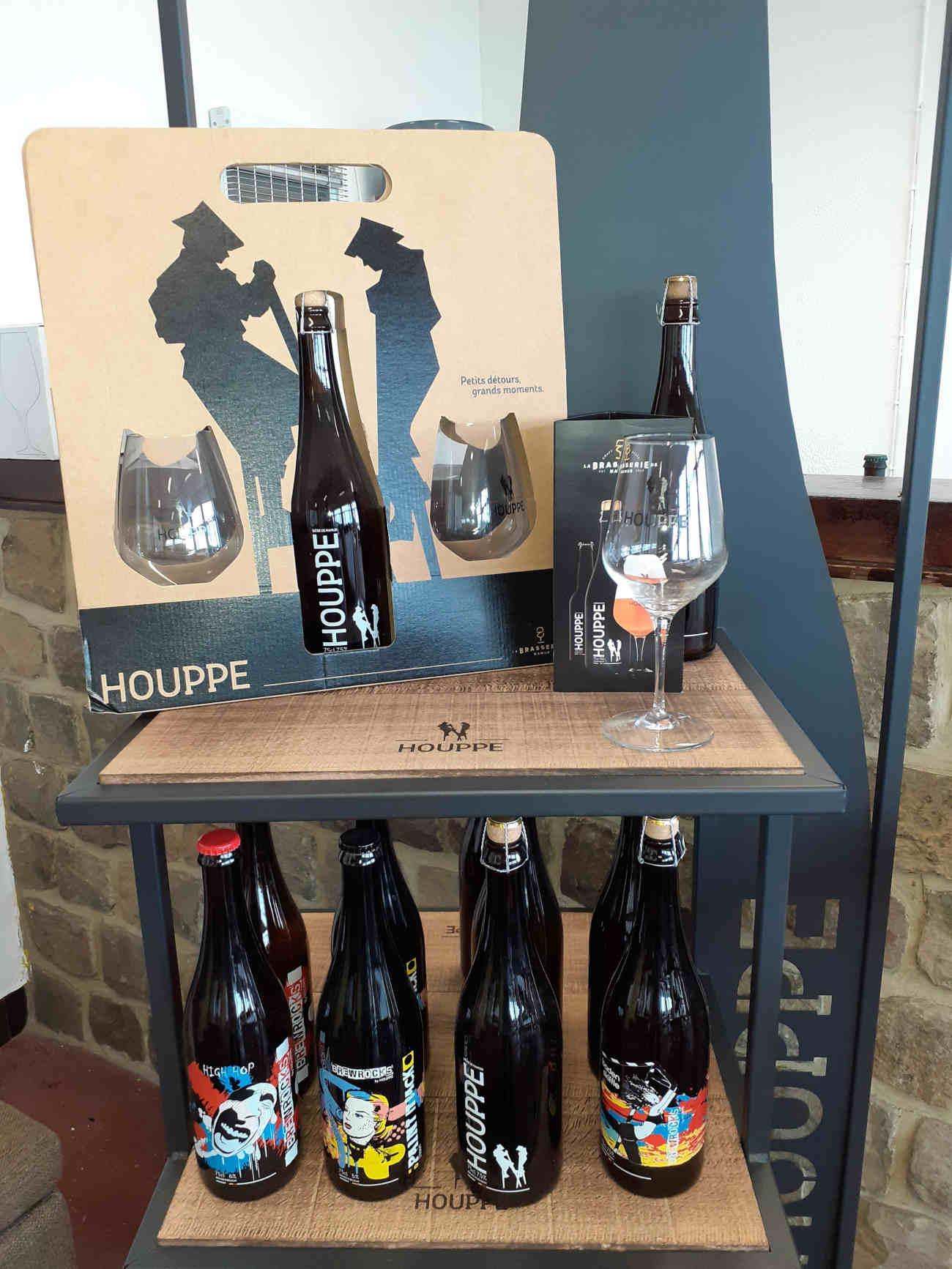 La Houppe fabrique occasionnellement des bières en collaboration avec des artistes.
