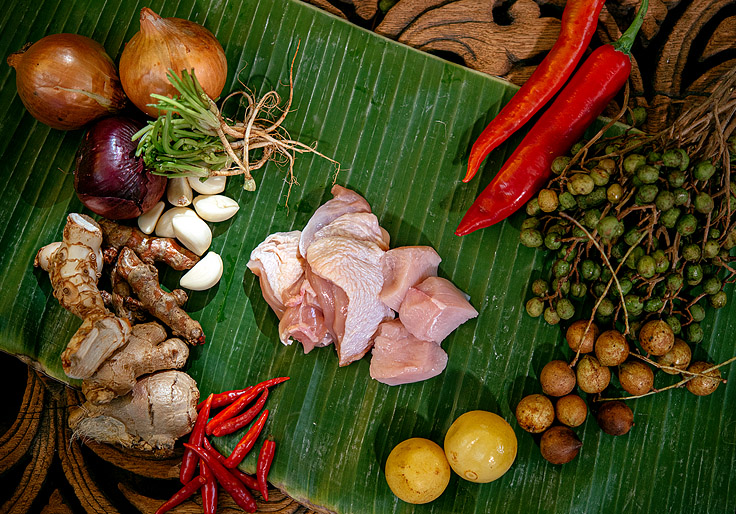 Care to spice up your chicken? (© Anuwat Senivansa Na Ayudhya / MICHELIN Guide Thailand)