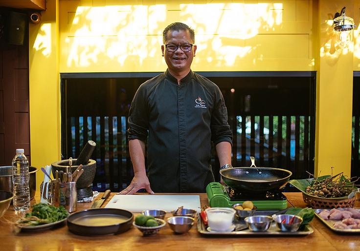 Chef Thaninthorn 'Noom' Chantrawan, head chef of Chim by Siam Wisdom. (© Anuwat Senivansa Na Ayudhya / MICHELIN Guide Thailand)