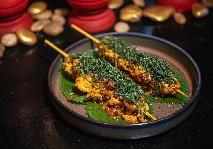 Sprinkle the chopped black sesame leaves to garnish the dish. (© Anuwat Senivansa Na Ayudhya / MICHELIN Guide Thailand)