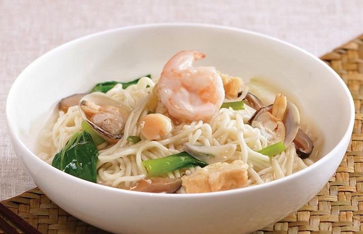 莆田滷麵是傳統福建美食,濃白滷汁裏有五花肉、蝦、蜆等,湯濃料足。