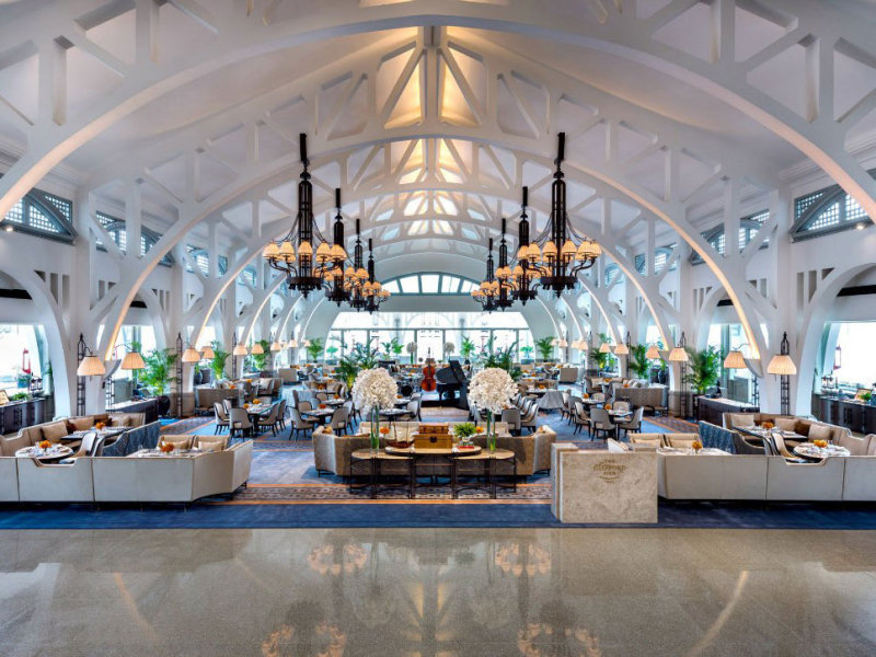 Clifford Pier's iconic arched trusses make for a memorable date restaurant. (Photo: The Fullerton Bay Hotel)