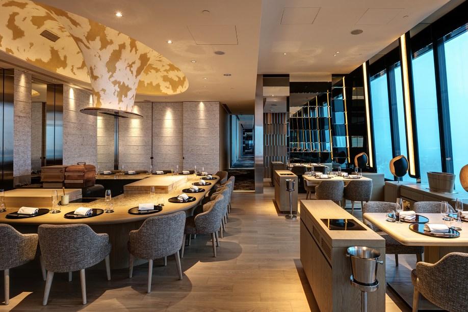 The Ukai Taipei 有豐富的日本酒藏,也注重搭配酒品的器皿。(圖片:The Ukai Taipei 提供)