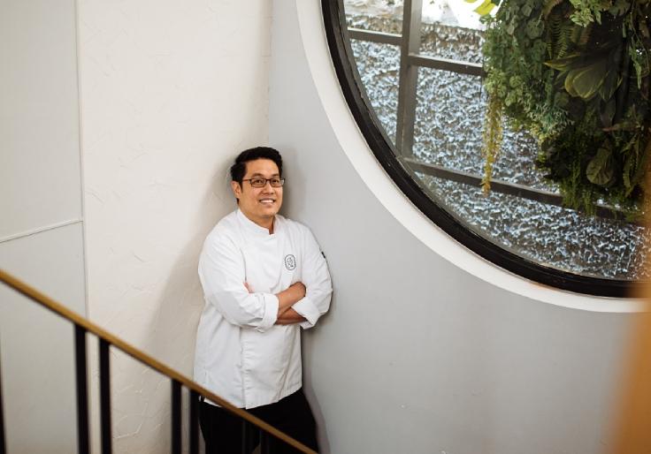 Chef Jongsiri at Sorn. (© Anuwat Senivansa Na Ayudhya / MICHELIN Guide Thailand)
