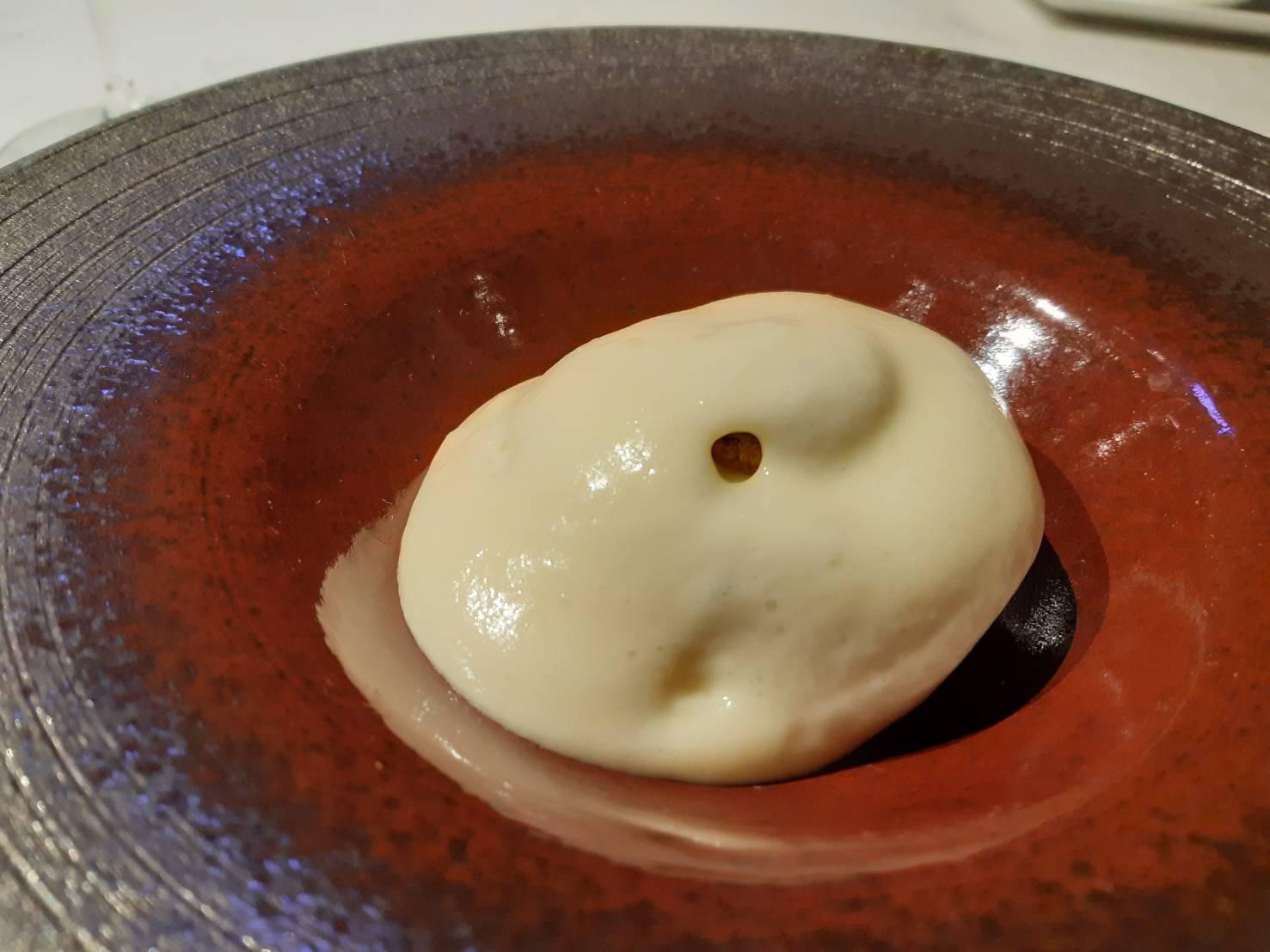 雲林水林洋菇炭烤後搭上松露以及台中潭子馬鈴薯製成的慕斯。(圖片:謝明玲攝)