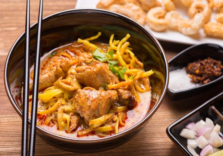 A bowl of khao soi. (© Shutterstock)