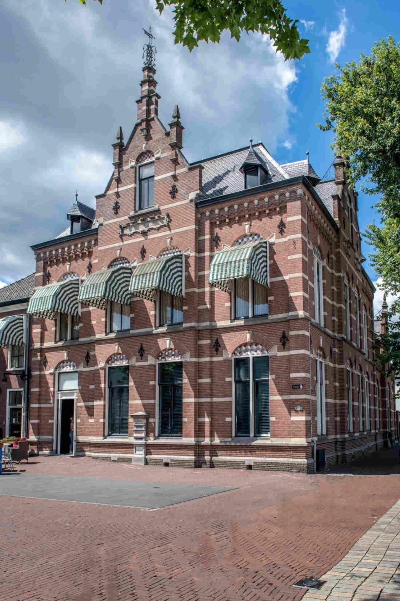 Chef De Rozario voelt zich helemaal thuis aan de Markt in Helmond. ©Ad Vereijken