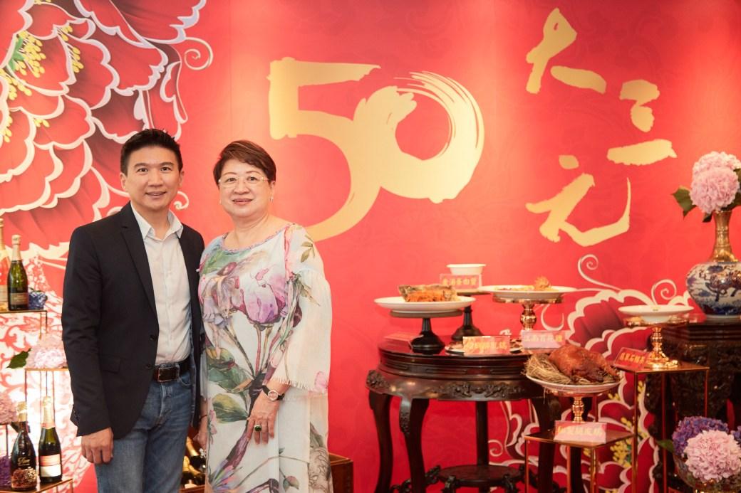 大三元今年慶祝 50 週年,也重新思考未來的方向,圖左為董事總經理吳東璿、右為董事長邱靜惠。(圖片:大三元提供)