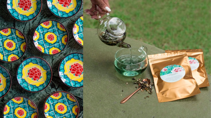 Beautiful sauce dishes and bespoke blue pea flower tea from Candlenut (Photo: Candlenut)