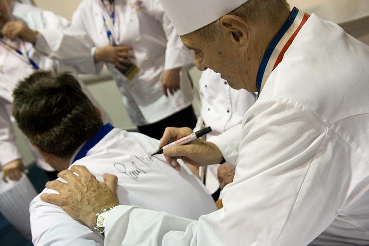 เชฟปอล โบกุซ (Paul Bocuse) ผู้นำอาหารยุคใหม่ที่โด่งดังไปทั่วโลก (© Gaborturcsi / Shutterstock)