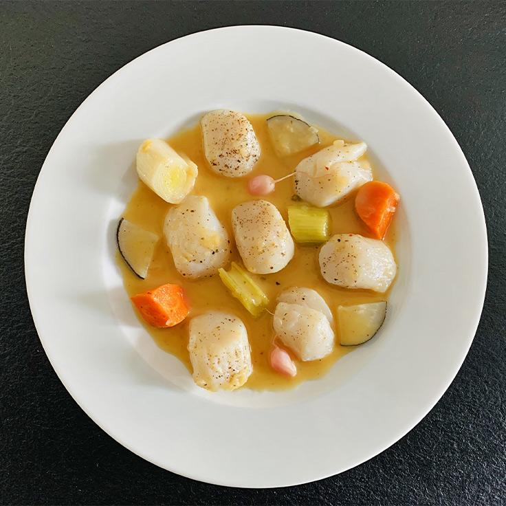 Escabèche de noix de Saint-Jacques et pickles de légumes d'hiver ©MICHELIN