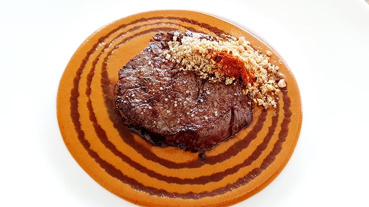 Picanha de bœuf, sauce maté au Tamarin ©MICHELIN