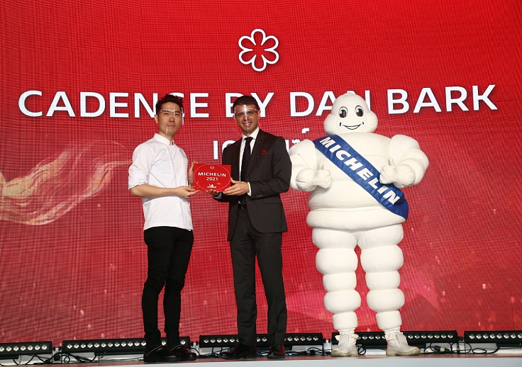 The Korean American born chef and Manuel Montana, President & Managing Director at Michelin East-Asia & Oceania. (© MICHELIN Guide Thailand)