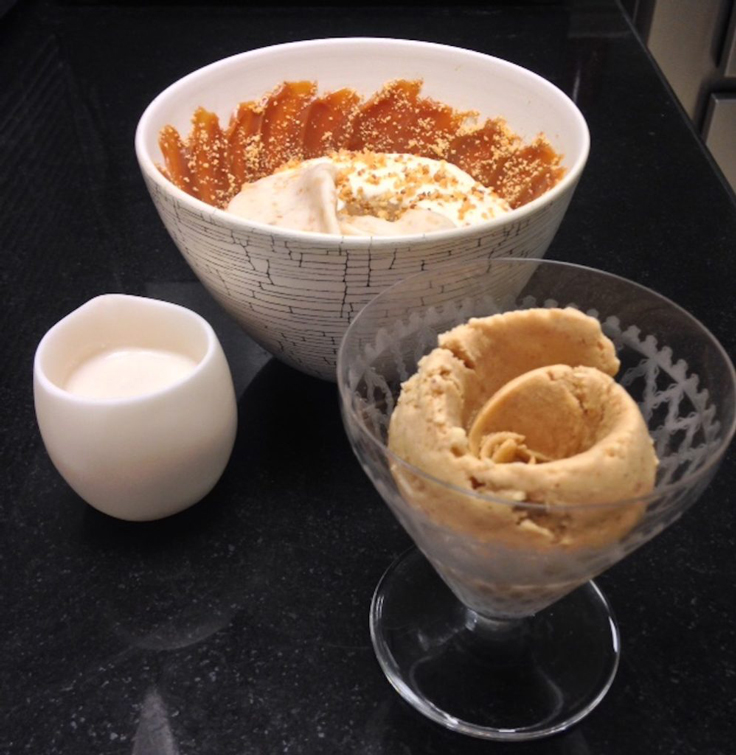 Le dessert signature de Jessica Préalpato : cacahuète des Hautes-Pyrénées, mousse de lait et caramel