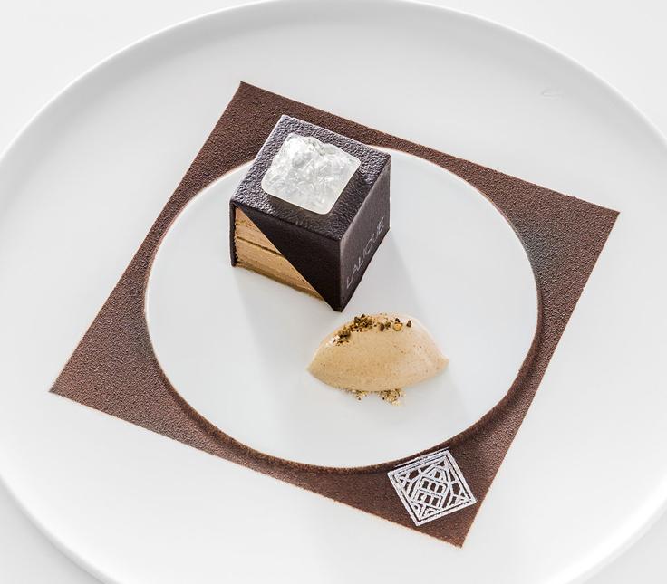 Le café (Opéra revisité façon Lalique, glace à l'orge torréfié) © Richard Haughton