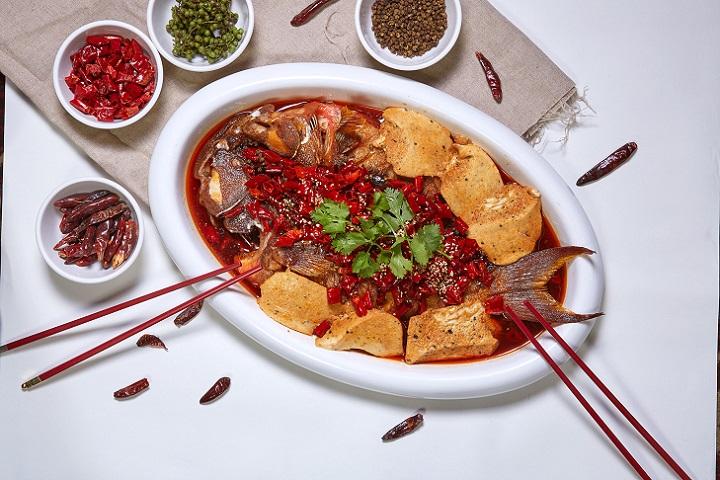 国宾川菜厅的香辣豆花烤鱼。