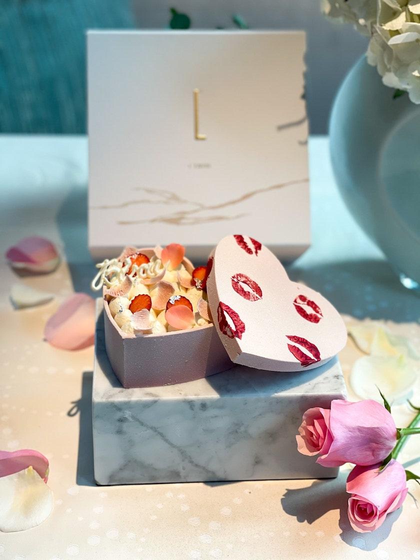 L'Envol Bisous Cake-two-michelin-star-hong-kong-st-regis-valentine's day-2021.jpg