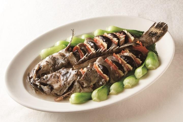 """欣叶曾推出过的 """"麒麟石斑"""" 老台菜。(照片:出自台湾东贩《传承美味 欣叶台菜》)"""