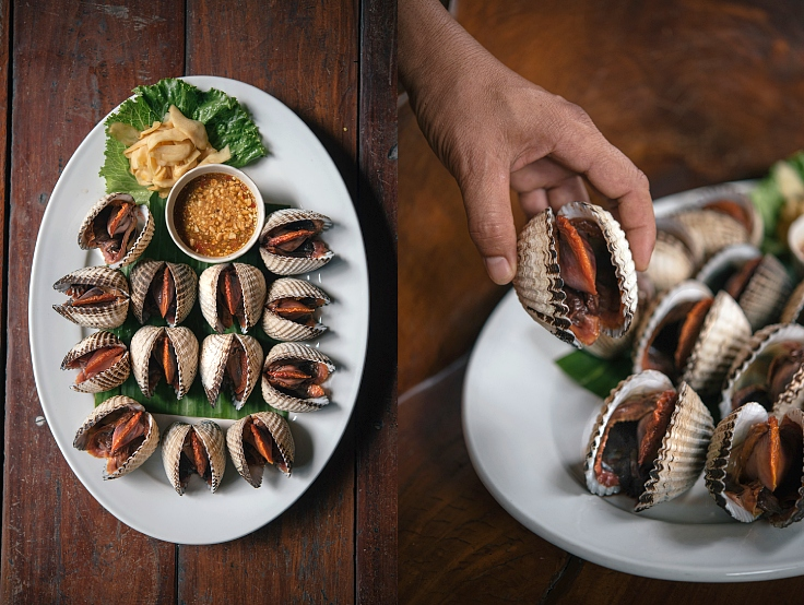 Our MICHELIN Guide inspectors suggest that their enormous cockles are not to be missed. (© Anuwat Senivansa Na Ayudhya / MICHELIN Guide Thailand)