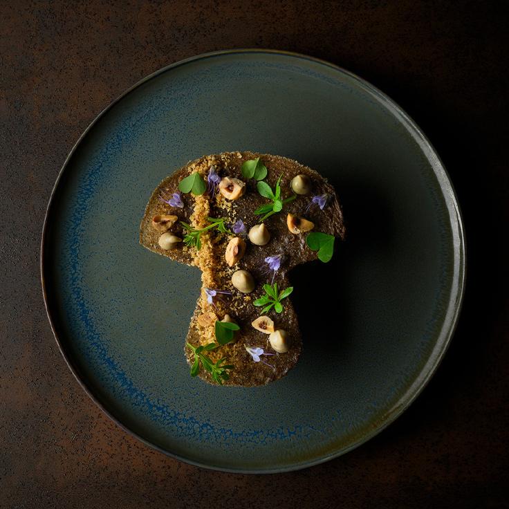 Cèpes de Carquefou, Foie gras, noisettes et jus de viande ©Paul Stefanaggi