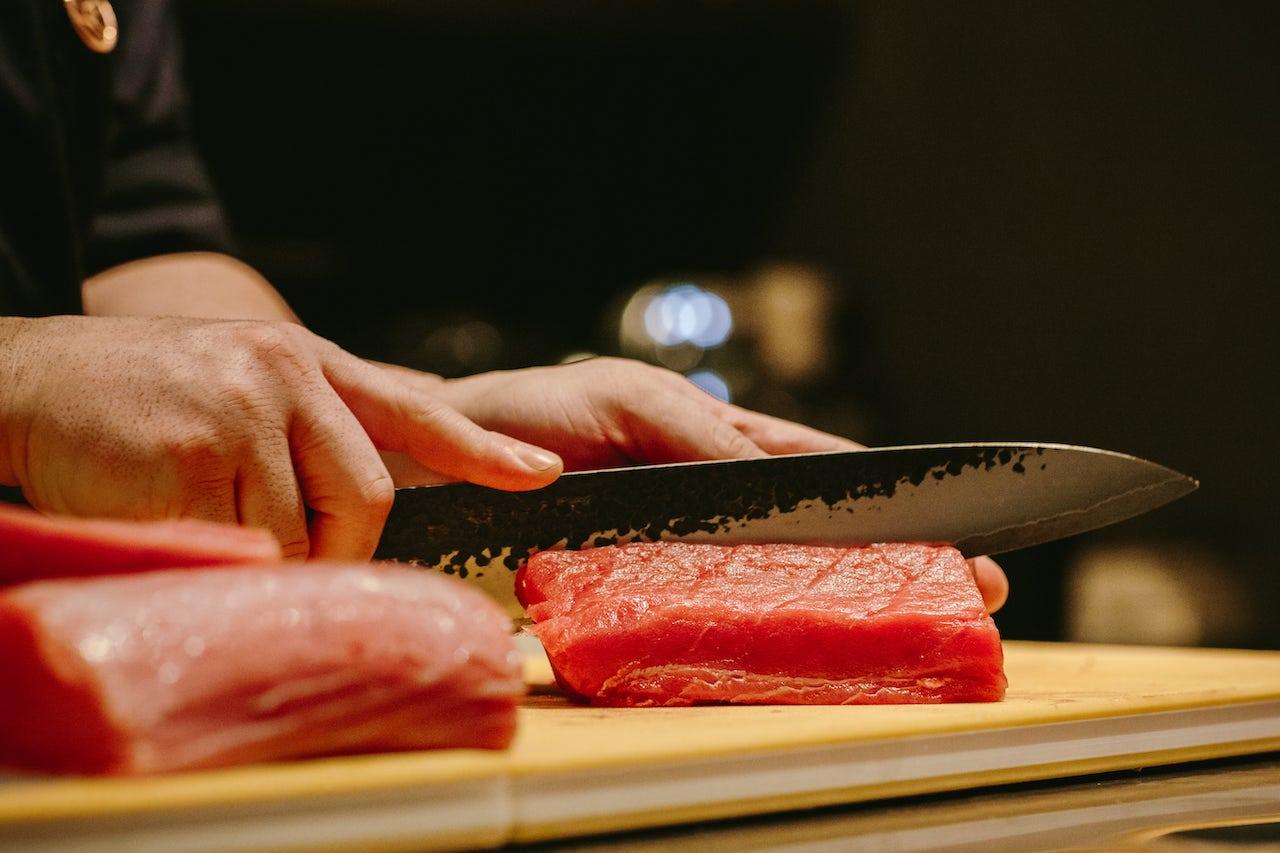 吞拿魚是 Ando 嚐味餐單中一系列生海鮮的其中一款。(相片:Ando)
