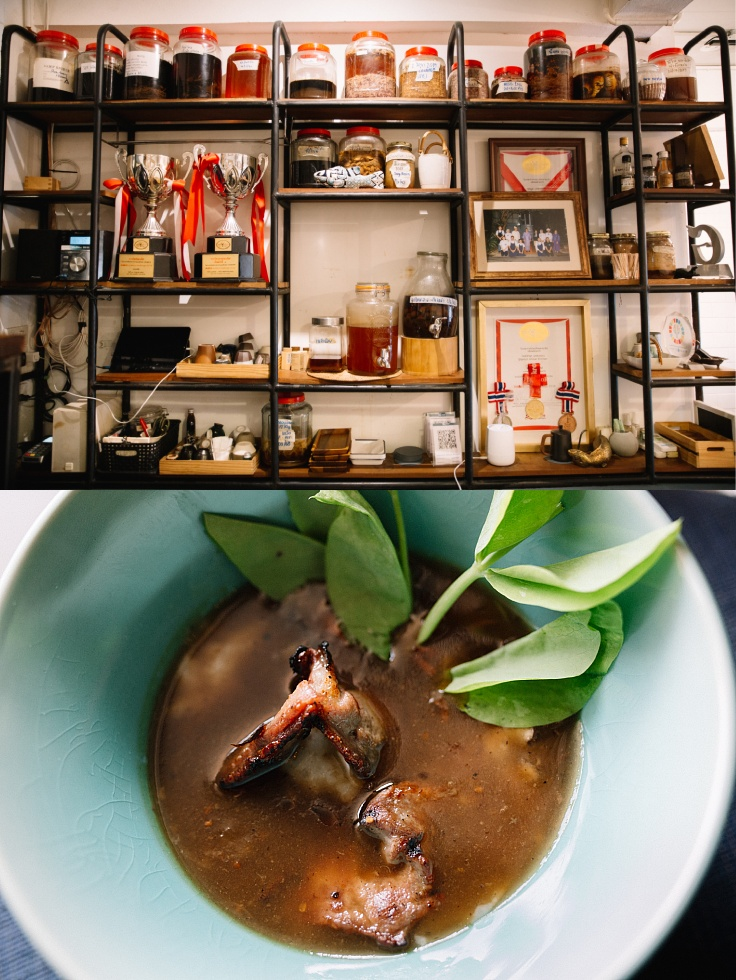 A shelf full of stories and the food served at Blackitch Artisan Kitchen. (© Jirawat Veerakul / MICHELIN Guide Thailand)