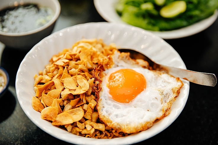 Can't handle the heat? Opt for the School Fried Rice. (© Watsamon Tri-yasakda/ MICHELIN Guide Thailand)