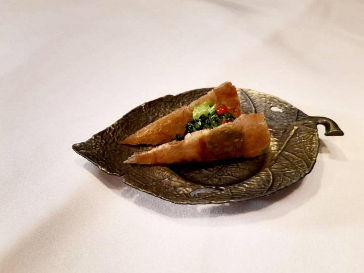 N°168 PRIME Sogo 敦化館主廚歐俊辰以家鄉人和園滷味為回憶創作的「人和元」。(謝明玲攝)