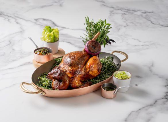 MiraWan 的爐烤放山雞。(圖片:MiraWan 提供)