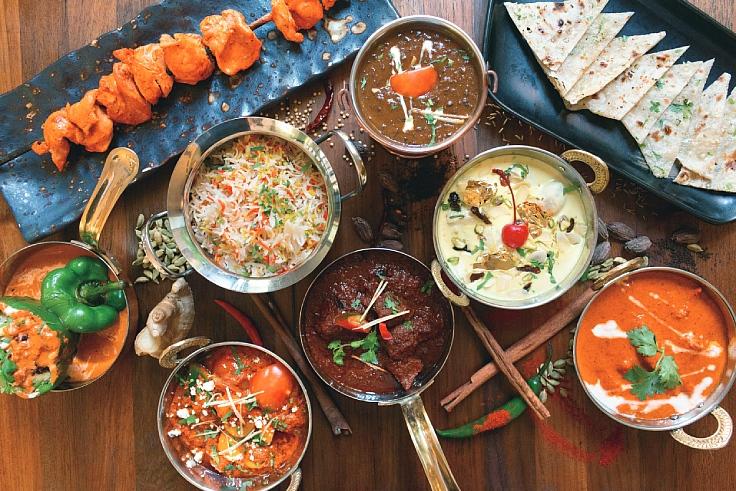 มื้ออร่อยพร้อมหน้าพร้อมตาทั้งบ้าน (© La Sala)