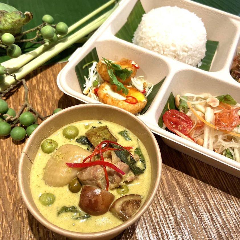 baan 推出的綠咖哩雞肉餐盒。(圖片取自 baan Taipei 臉書)